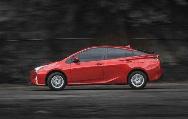 Toyota Prius 2018 hybrid side view