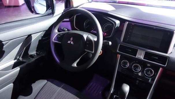 Mitsubishi Xpander 2018 GLX Premium cabin