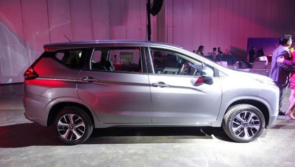 Mitsubishi Xpander 2018 GLX Premium side view