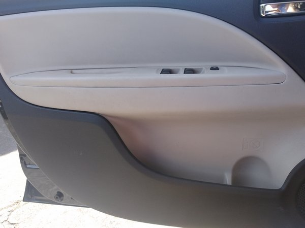Mitsubishi Mirage G4 GLS 2013 side pockets on front door