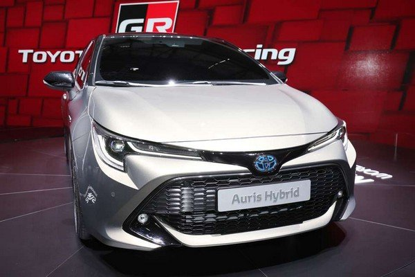 Toyota Auris 2018 front view