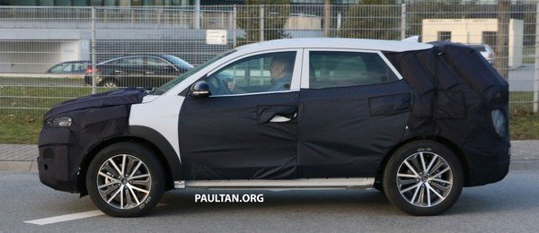 Hyundai Tucson 2019 facelift spy shot side view