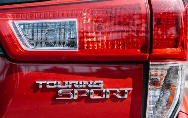 Toyota Innova Touring Sport 2018 badge