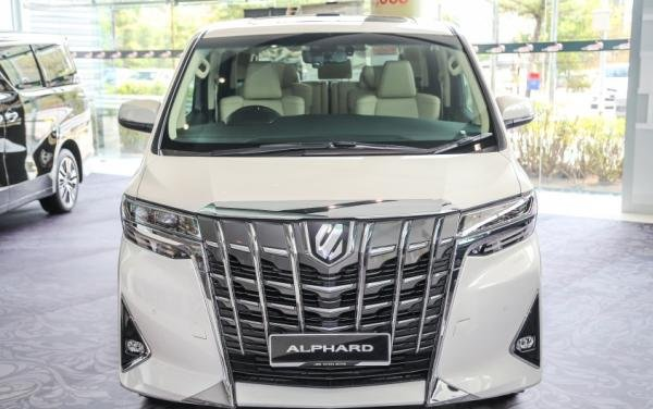 Toyota Alphard 2018 facelift front view