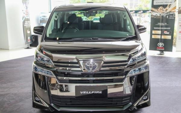Previewing the refreshed 2018 Toyota Alphard & Vellfire in