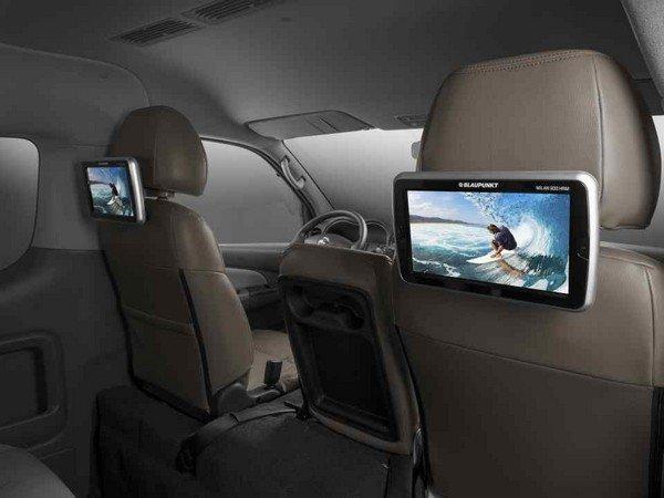 Nissan Urvan Premium S 2018 10.1'' monitors at its rear seating row