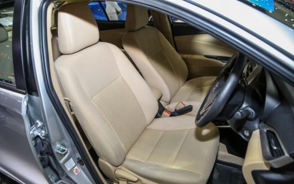 Toyota Yaris Ativ E 2018 sedan interior