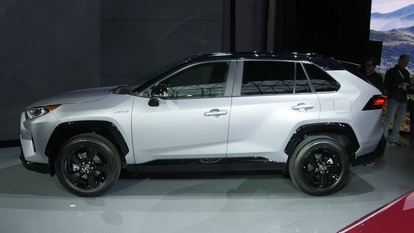 Toyota RAV4 2019 side view