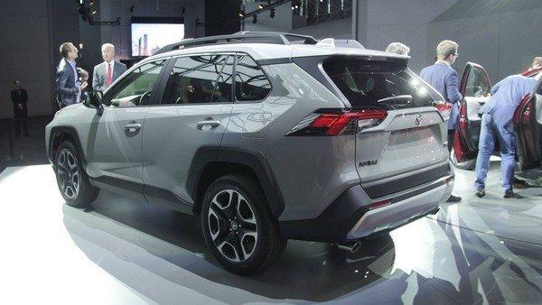 Toyota RAV4 2019 angular rear