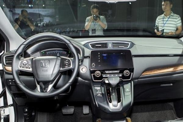 Honda CRV 2018 dashboard area