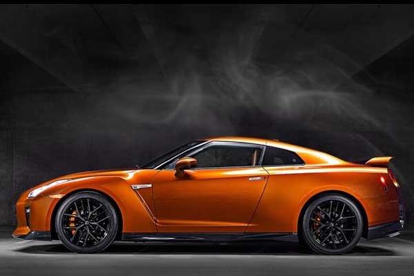 Nissan GT-R 2018 Premium Edition side view
