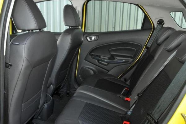 Ford EcoSport 2017 seats