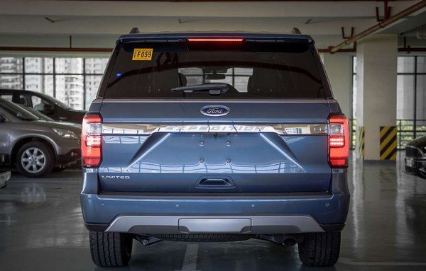 Ford Expedition EL 2018 rear view