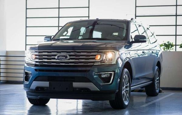Ford Expedition EL 2018 angular front