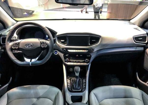 Hyundai Ioniq 2018 hybrid dashboard area