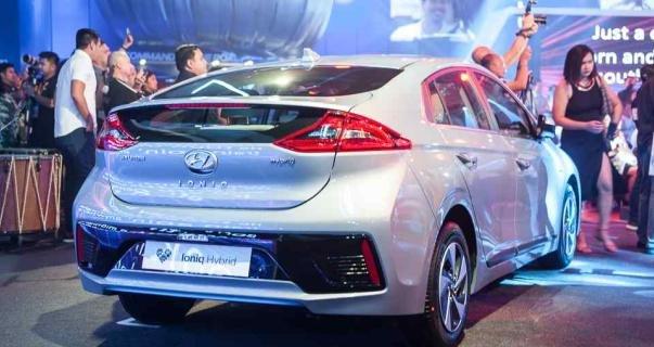 Hyundai Ioniq 2018 hybrid angular rear