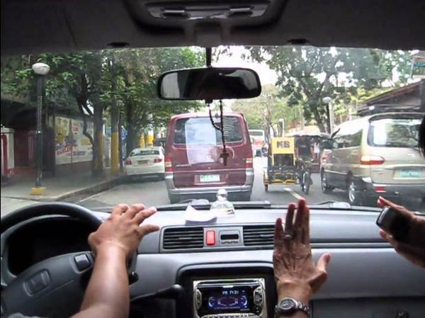 driving on philippine road