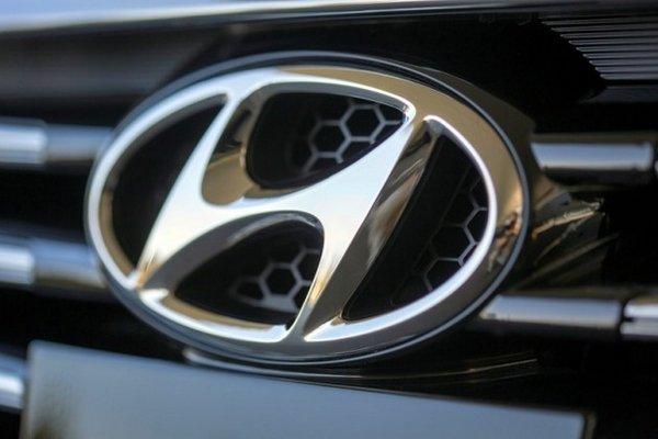 hyundai logo badge