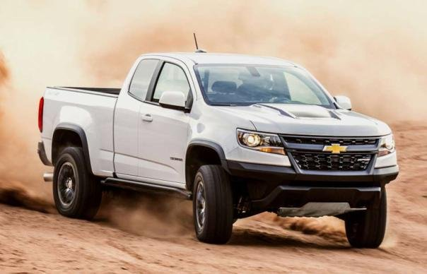 Chevrolet Colorado 2018 on the road