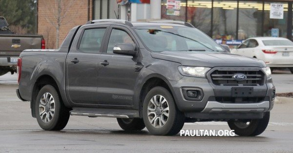 Ford Ranger T6 WildTrak 2019 facelift spy shot angular front