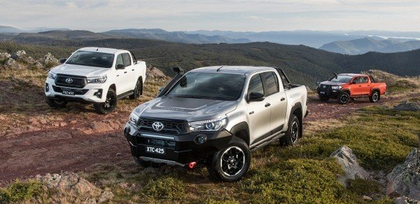 Toyota Hilux Rugged X 2018, Rogue and the Rugged on the road