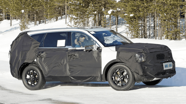 The side of the Kia Telluride Prototype