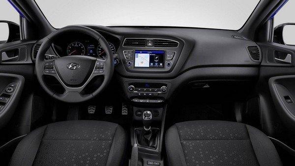 Hyundai i20 2018 facelift dashboard area