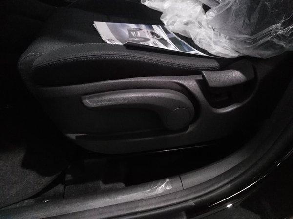 Manual driver seat adjustment on the 2018 hyundai tucson GL