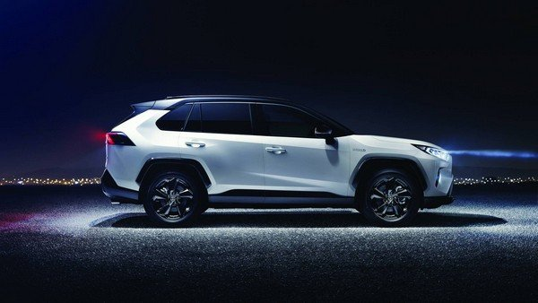 Toyota RAV4 2019 Hybrid side view