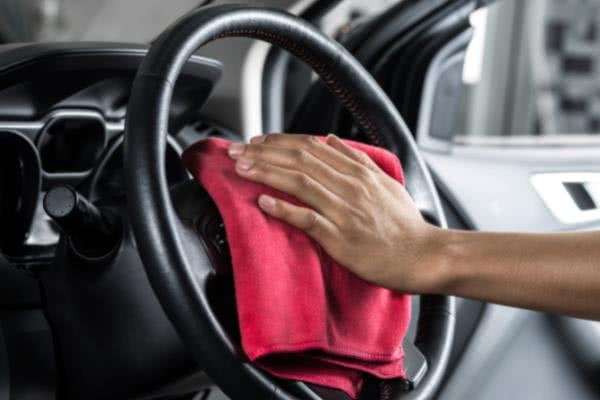 Cleaning a synthetic resin steering wheel