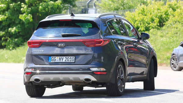 The angular rear of the refreshed Kia Sportage 2019