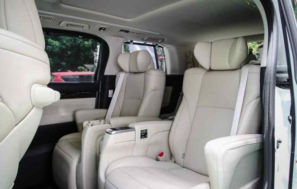 Toyota Alphard 2018 facelift seats