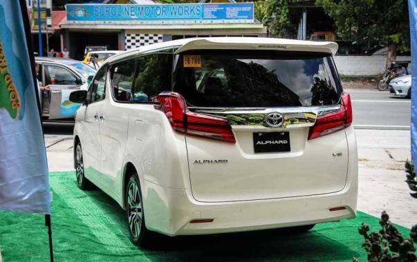 Toyota Alphard 2018 facelift angular rear
