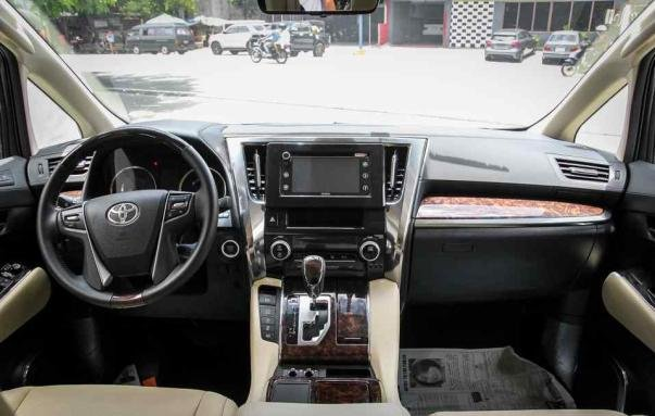 Toyota Alphard 2018 facelift dashboard area