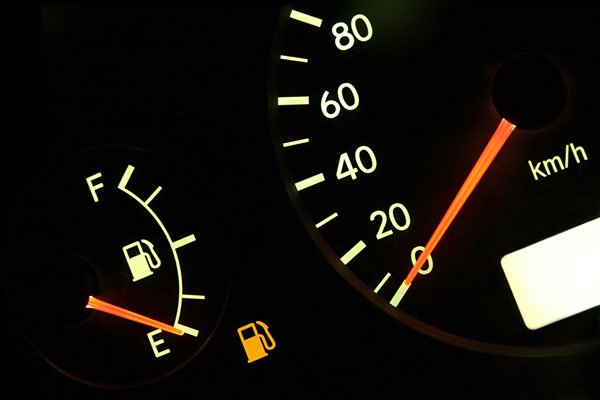 E line on the fuel gauge