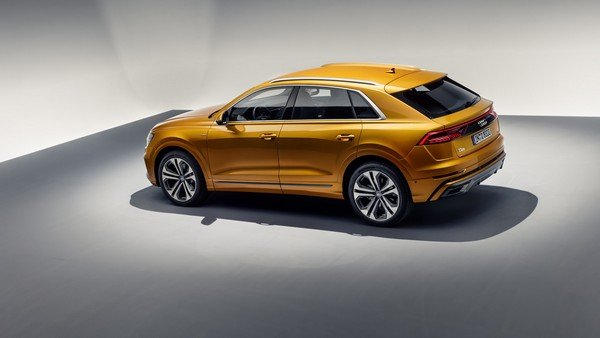 Audi Q8 2019 side view