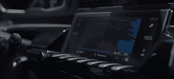 touchscreen of Peugeot 508 SW 2019
