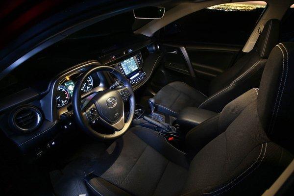 Toyota RAV4 2018 interior