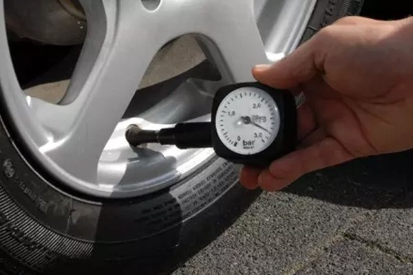 Checking tire