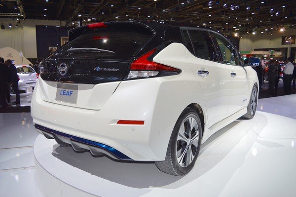Nissan Leaf 2018 angular rear