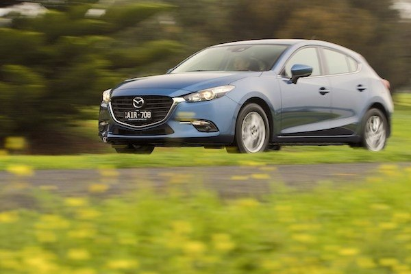 Angular front of the Mazda 3