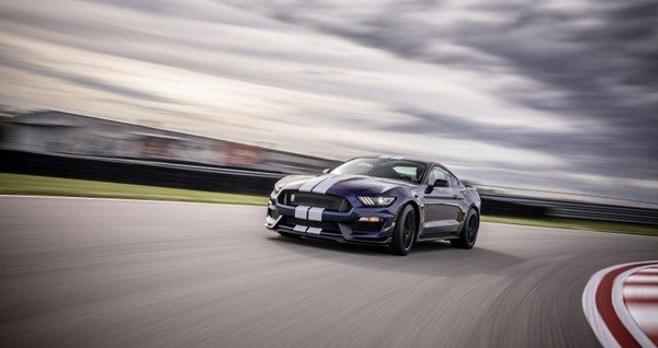 Ford Mustang Shelby GT350 2019 on the road