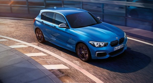 BMW 118i Sport Essential AT on the road
