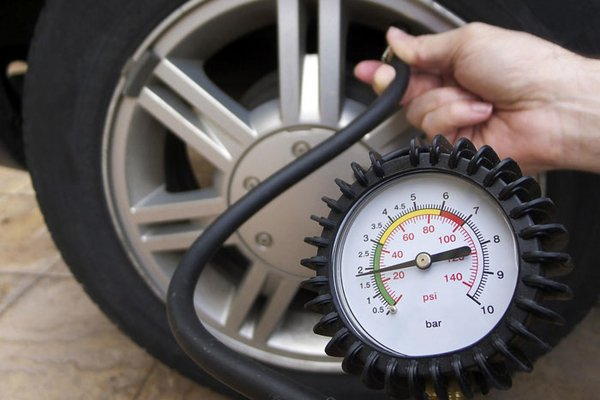 Gauge to check car tire pressure