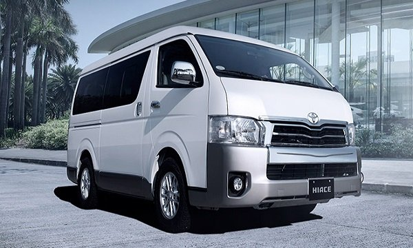 Pearl white 2018 Toyota Commuter