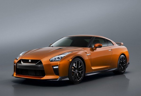Nissan GT-R angular front