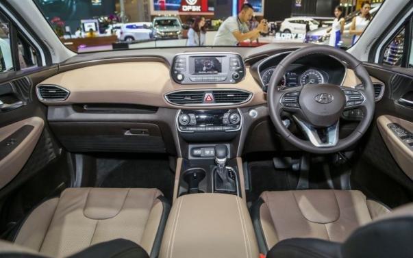 Hyundai Santa Fe 2019 dashboard area