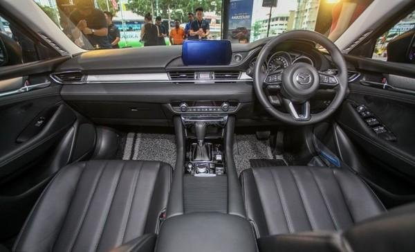 Mazda 6 2018 facelift dashboard area