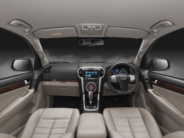 The dashboard of the MU-X 2018 facelift looks sophisticated.