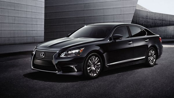 Angular front of the Lexus LS 460L